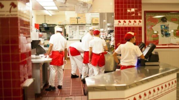 ファーストフード店・ファミリーレストランで働く外国人の在留資格
